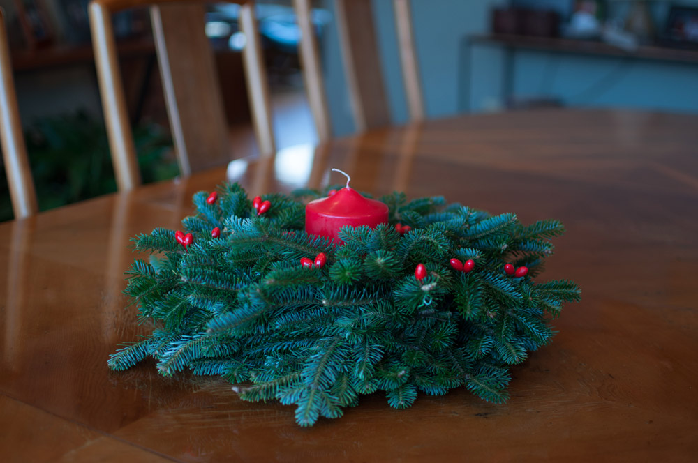 Fresh Christmas Wreaths.Christmas Wreath Centerpiece With Red Candle